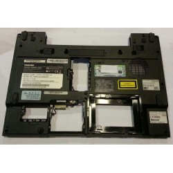 Plasturgie de basse dessous Toshiba satellite m50-145